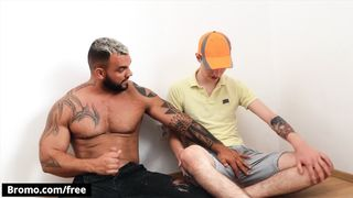 Bromo - Jamie Owens the Pizza Delivery Guy Gets a very Special Tip from Jerome's Big Dick